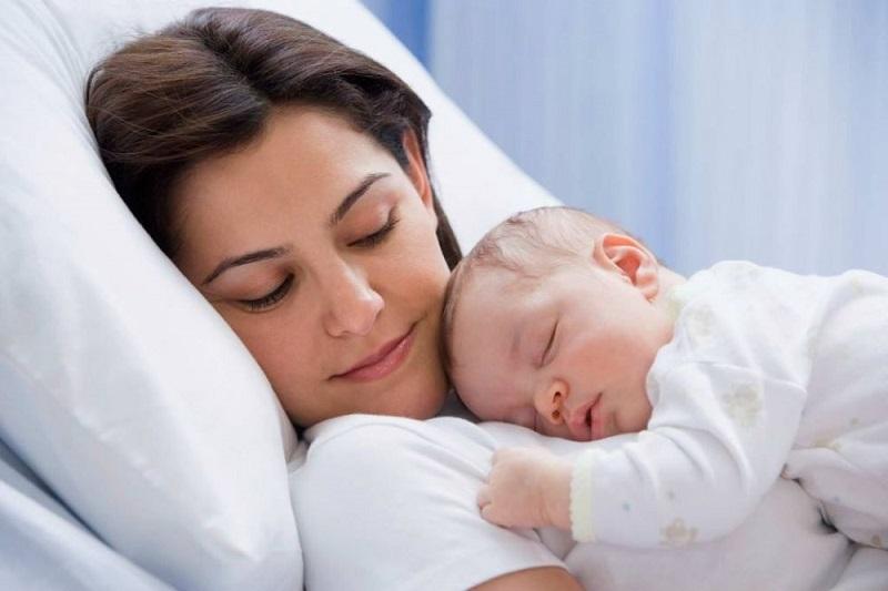افسردگی درکمین مادرانی که بیش از 6ماه در کنار کودک خود میخوابند