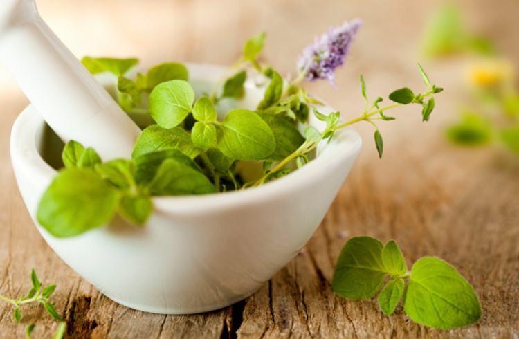 طرز تهیه ترکیب گیاهی برای درمان نزله و ترشحات پشت حلق