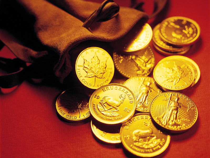 دستگیری سارق زنی که قصد توزیع سکه های تقلبی را داشت