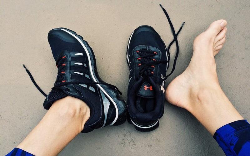 ۷ نشانهی اینکه کفشهای ورزشی نامناسبی میپوشید