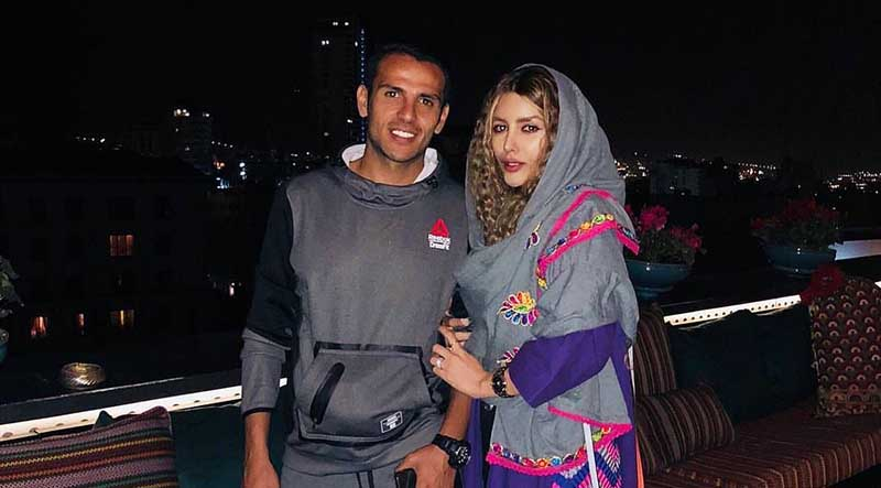 تیپ فوتبالیست معروف و همسر بازیگرش! + عکس