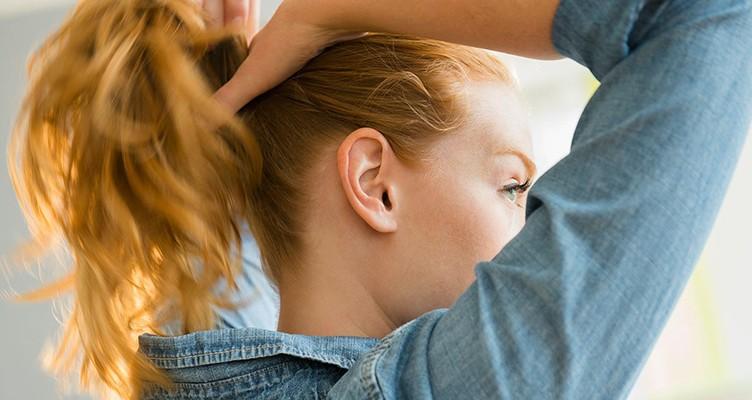 ۷ باور غلط درباره کم پشت شدن موی زنان