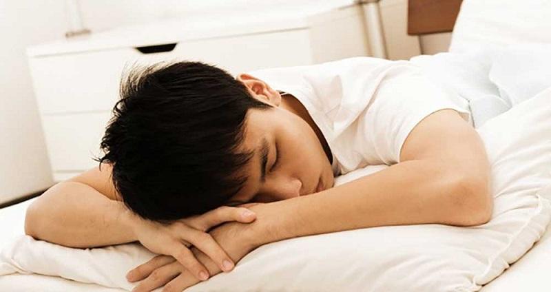 چه کسانی نباید دمر بخوابند