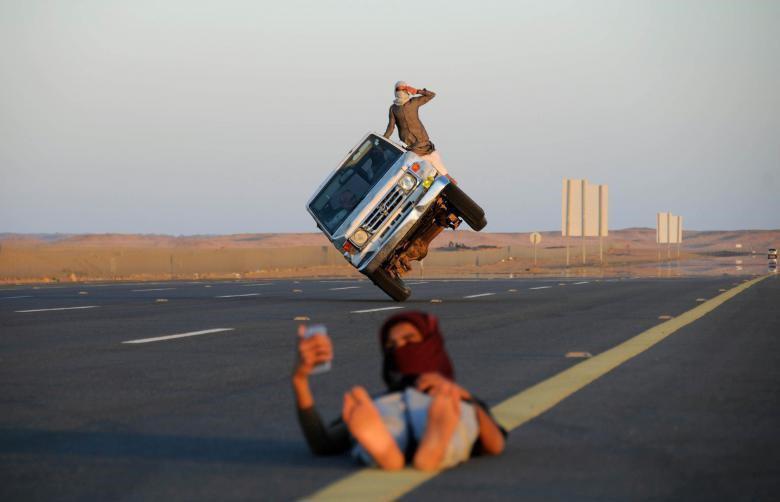 تفریحات عجیب و غریب جوانان سعودی! + عکس
