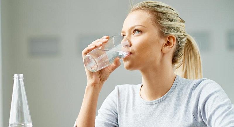 فواید نوشیدن آب در صبح ناشتا