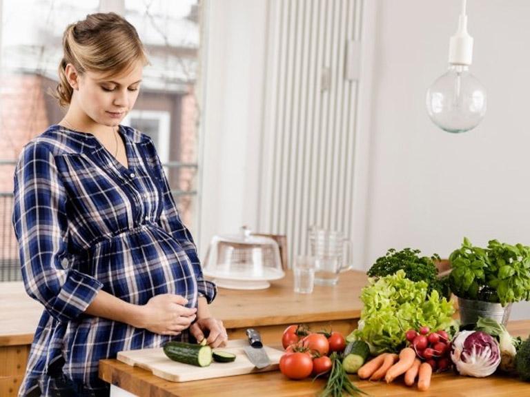 در دوران بارداری چه چیزهایی بخوریم؟