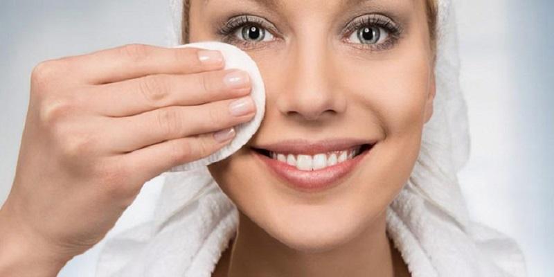 چند پاک کننده آرایش طبیعی و سالم