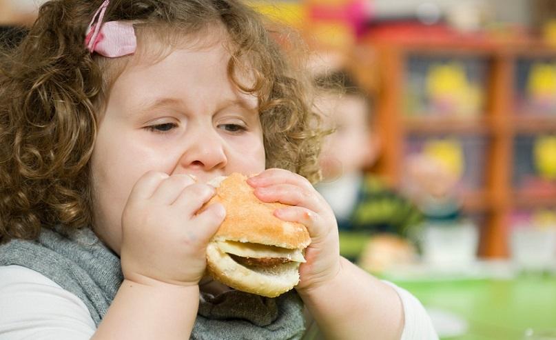 استرس در کودکان موجب پرخوری میشود