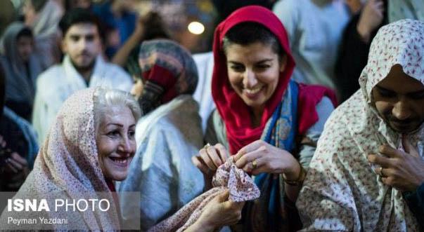 برگزاری مراسم قاشق زنی با تیپی عجیب! + عکس