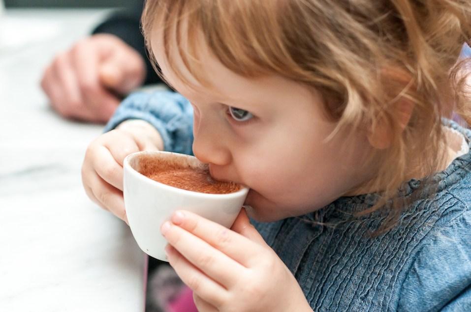 چرا کودکان نباید قهوه بنوشند؟