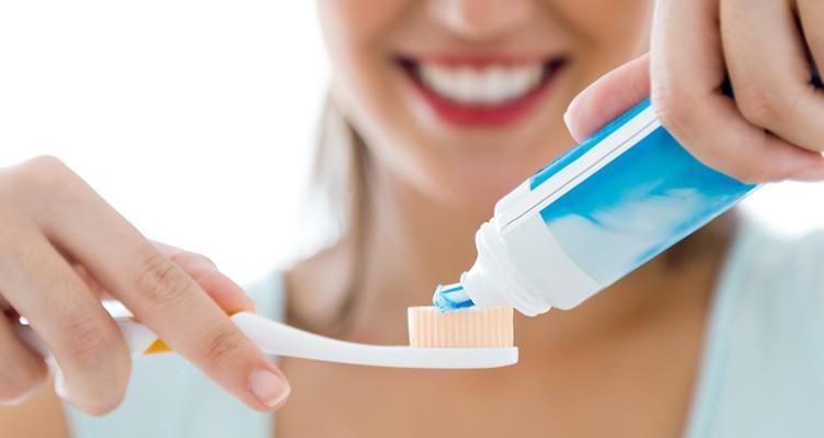 کدام  خمیردندان ها  مانع فرسایش یا حساسیت دندان می شوند؟