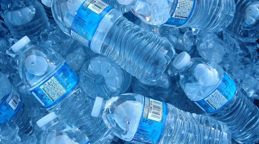 هشدار؛ این آبها به پلاستیک آلوده هستند