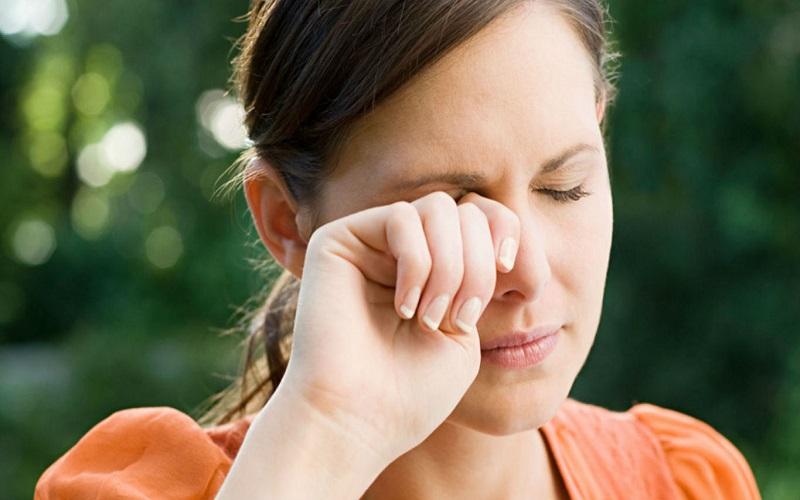درمان خارش چشم با روش های طبیعی و گیاهی