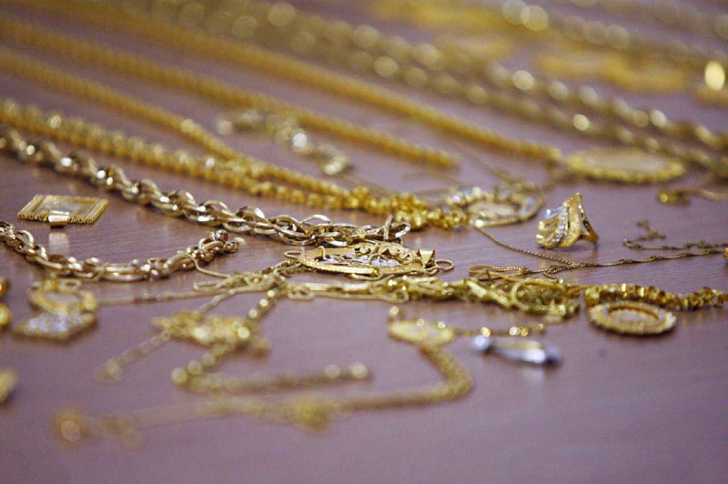 افت قیمت طلا به پایین ترین سطح خود در 2 هفته اخیر