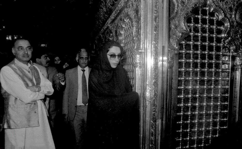 پوشش متفاوت بی نظیر بوتو در ایران! + عکس