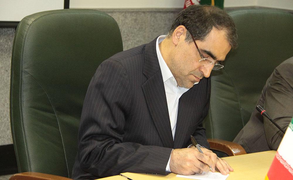 وزیر بهداشت: باورها و مسلک معتدل آیتالله هاشمی همیشه چراغ راهمان خواهد بود