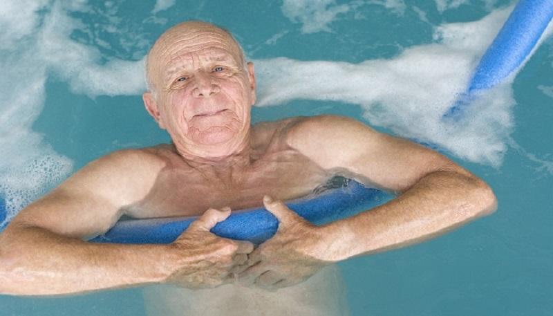 فواید و معایب آب درمانی