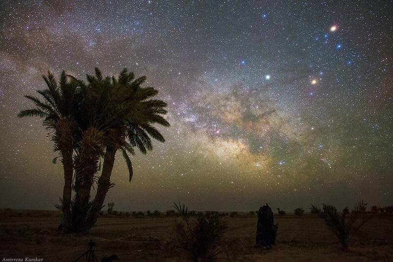 در لحظه تحویل سال چه اتفاقی در آسمان می افتد؟