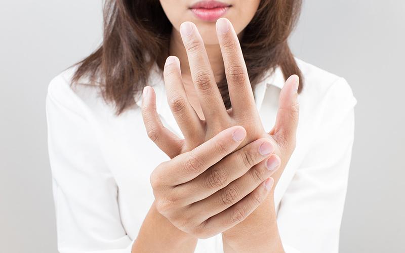 گزگز و خوابرفتگی دست و پا می تواند نشانه این بیماری ها باشد