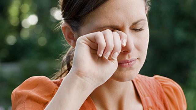 علت خارش صبحگاهی چشم