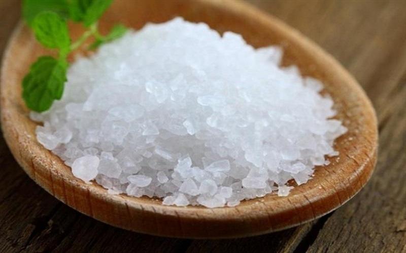 چرا باید قبل و بعد از غذا نمک بخوریم؟