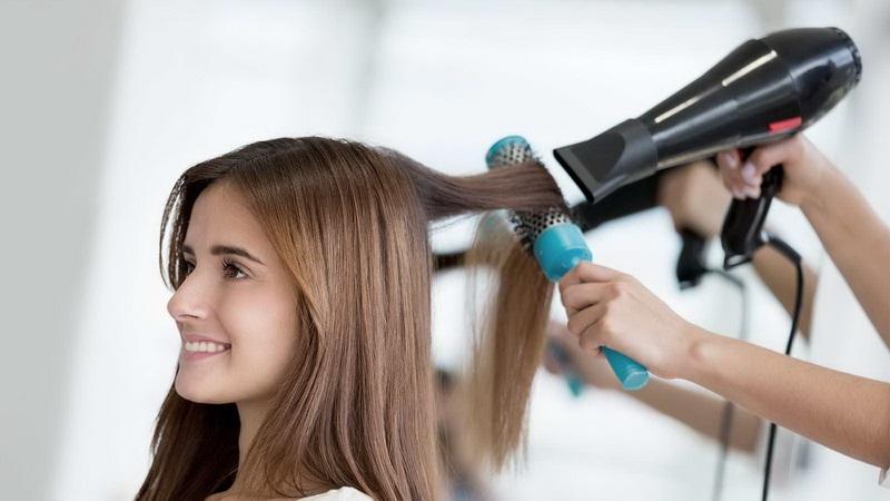 طریقه ی صحیح سشوار کشیدن موها