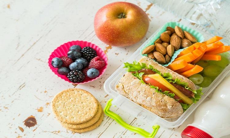 اگر قرص ضد بارداری مصرف میکنید، ۹ ماده غذایی زیر را بخورید