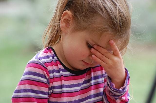 وقتی کودکان دچار سردرد می شوند چه کنیم؟