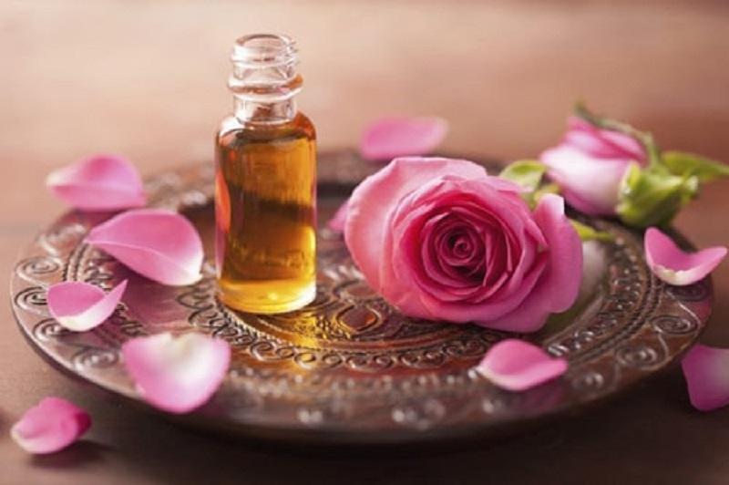 خواص روغن گل محمدی  و طرز تهیه آن