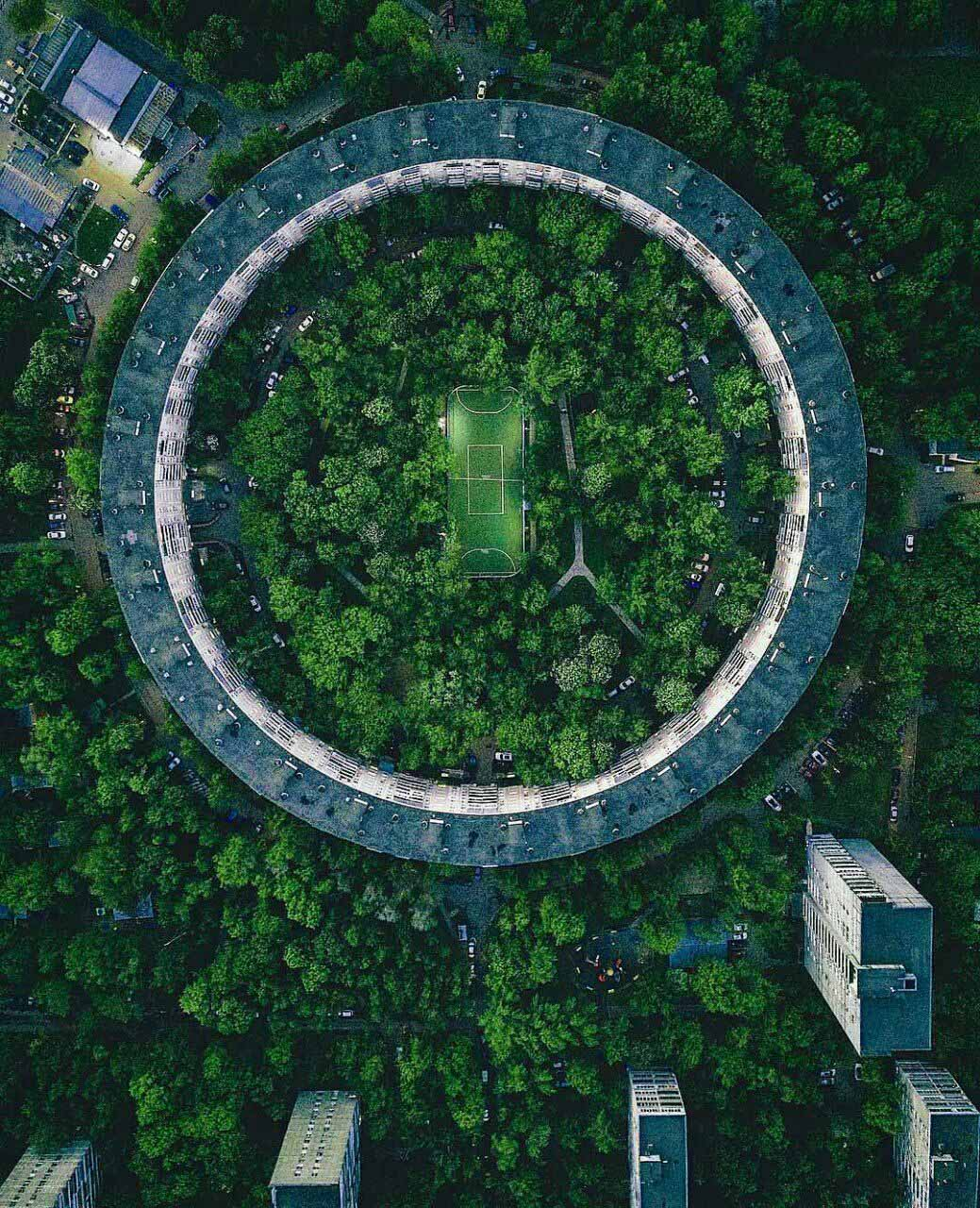 زمین فوتبال خارق العاده در روسیه + عکس