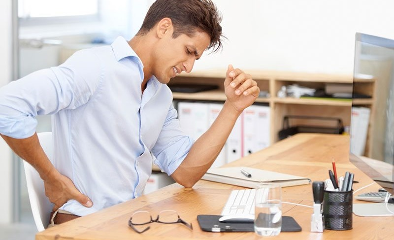 عوارض نشستن بیش از حد را با 8 ترفند از خود دور کنید