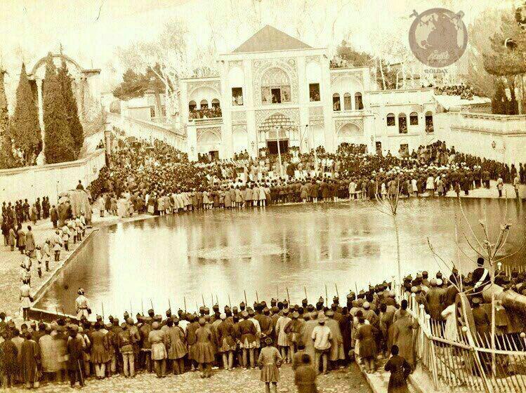 عزاداری روز عاشورا در میدان توپخانه در دوره قاجار+عکس
