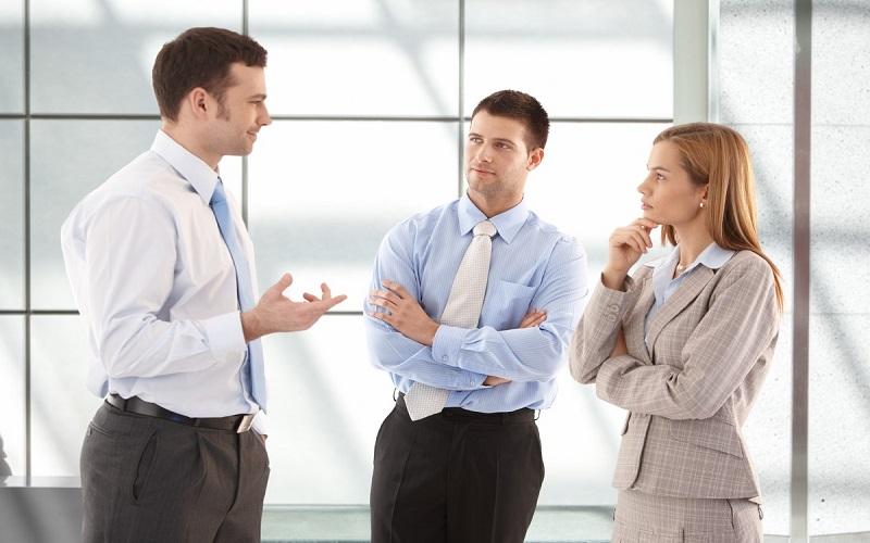 چطور محترمانه صحبت کسی را قطع کنیم؟