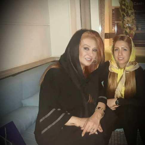 نسرین مقانلو به همراه خواهرش روناک + عکس