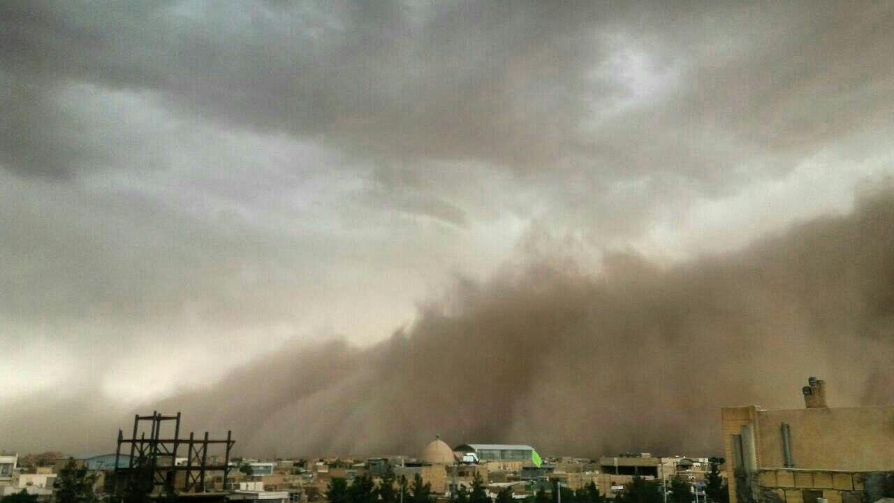 طوفان وحشتناک شن در یزد + عکس