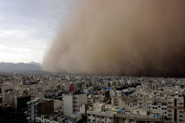 لحظه وقوع طوفان و محو شدن شهر یزد زیر گرد و غبار+فیلم