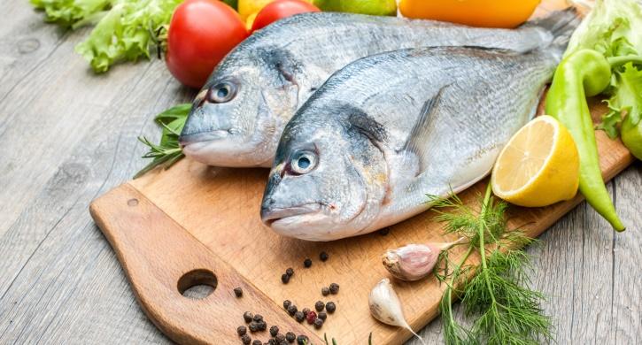 مصرف ماهی چطور طول عمرتان را زیاد می کند؟ 14 مزیت بهداشتی