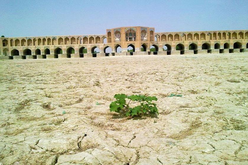 وضعیت زایندهرود با کاهش 50 درصدی بارشها بحرانی است