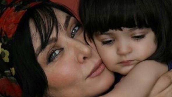 فقیهه سلطانی در آغوش دخترش + عکس