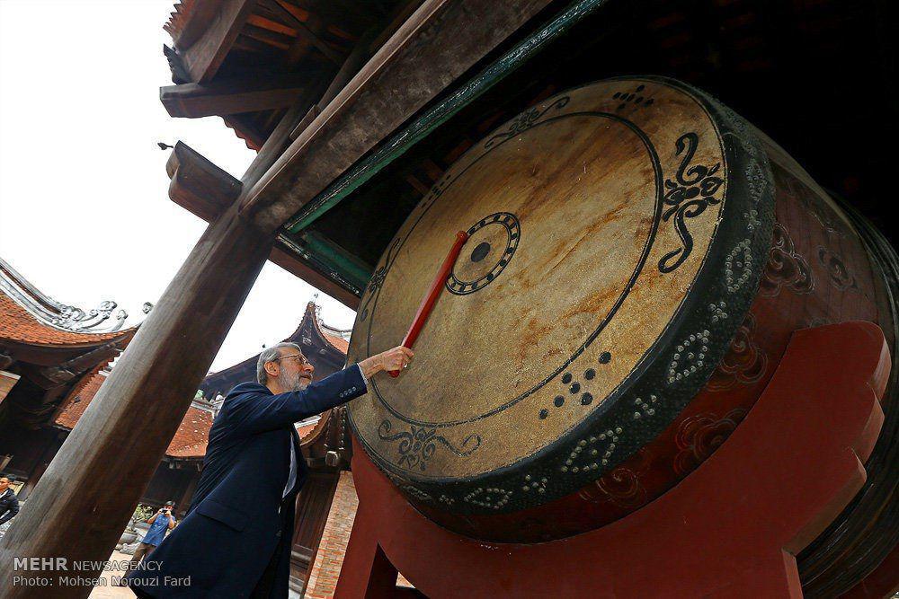 طبلزنی «لاریجانی» در یک معبد +عکس