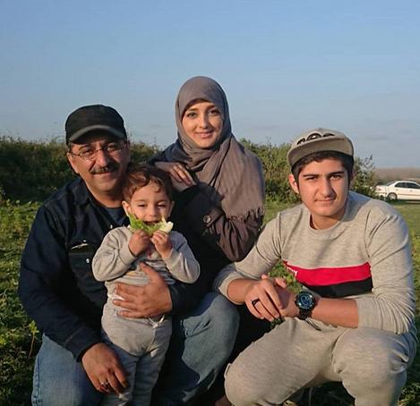 مجری جنجالی تلویزیون و خانواده اش +عکس