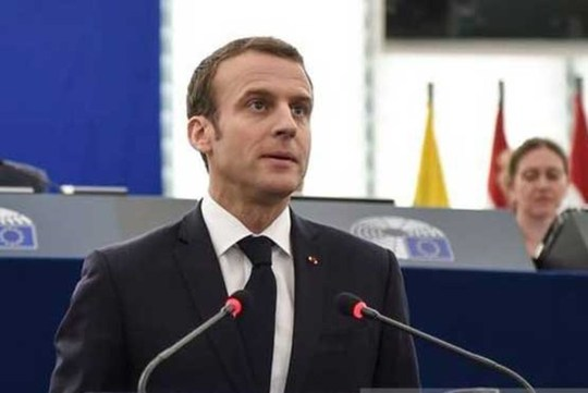 وقتی رئیس جمهور فرانسه غافلگیر شد! + عکس
