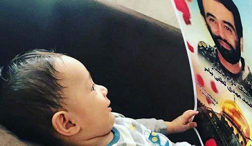 واکنش جالب فرزند شهید مدافع حرم به تصویر پدرش + عکس