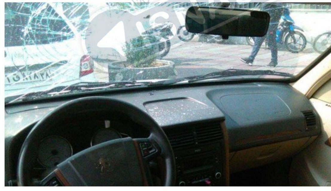 تصاویری از حمله به خودروی نماینده سبزوار مقابل مجلس