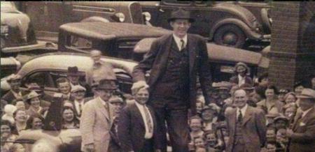 مردی با ۲۷۲ سانتی متر قد! + عکس