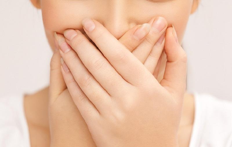 چگونه بوی بد دهان در صبح را رفع کنیم
