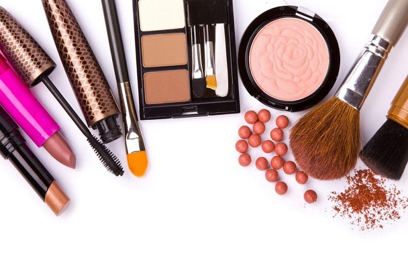پوستتان را به لوازم آرایشی عادت ندهید