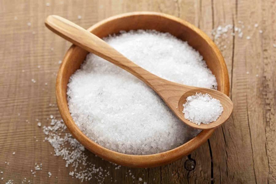 ۷ نشانه ای که ثابت می کند در مصرف نمک زیاده روی می کنید