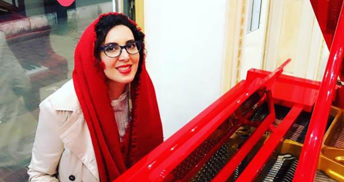 لیلا بلوکات در حال نواختن پیانو! + عکس