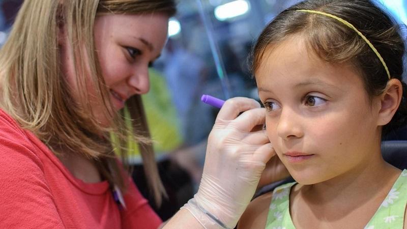 نکات مهم برای سوراخ کردن گوش دختربچه ها